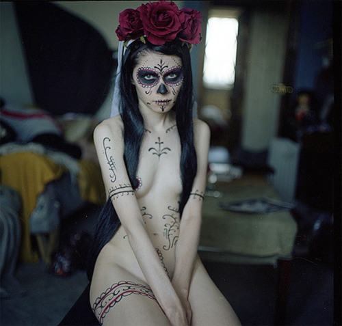 naked day of the dead girl